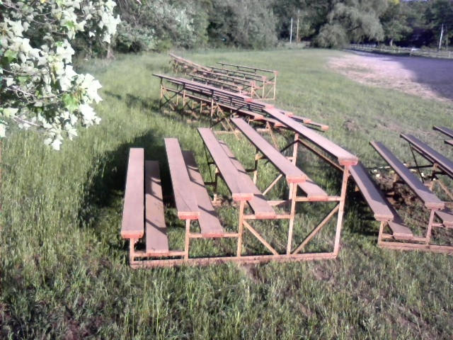 Used 124 ft of 5 tier bleachers by wood w steel frame - Steel framing espana ...