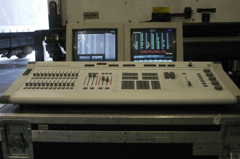 used expression 3 800 by electronic theatre controls