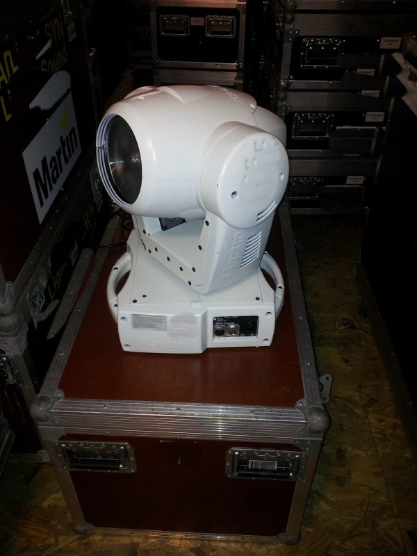 Used MAC 300  from Martin Professional