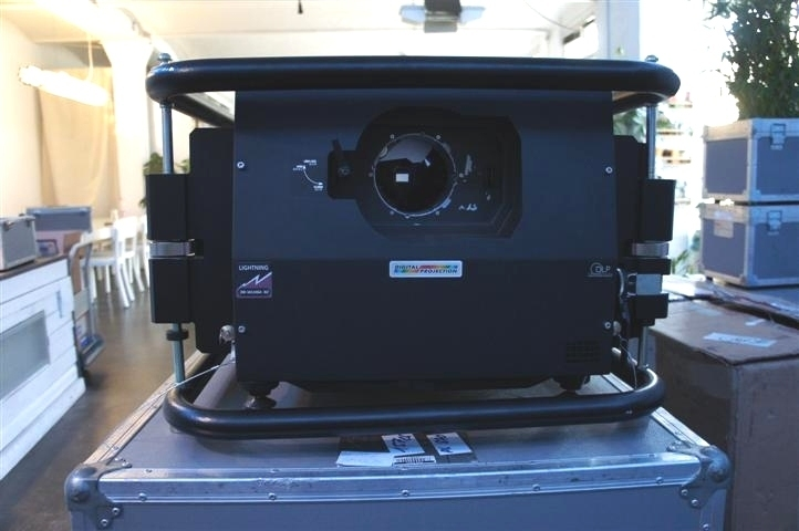 Used LIGHTNING 38-1080p-3D from Digital Projection